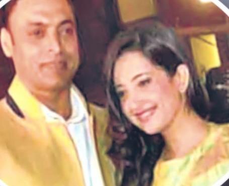 Photos: Pakistan Cricketer Shoaib Akhtar marries 20-year old girl!