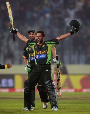Shahid Afridi And Fawad Alam Racing For T20 Skipper Hat For Pakistan!