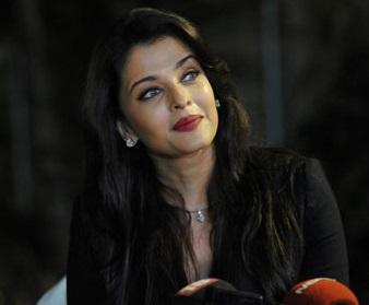 Photos: Aishwarya Rai and Shahrukh  Khan celebrate birthday together