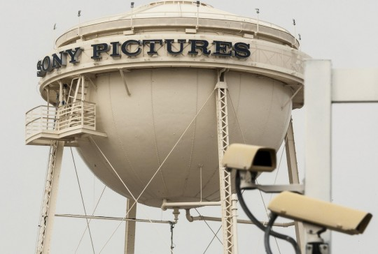 Sony Pictures threatens to sue Twitter over hack tweets