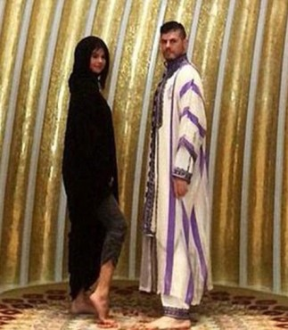 Selena Gomez Flashes Ankle in Abu Dhabi Mosque