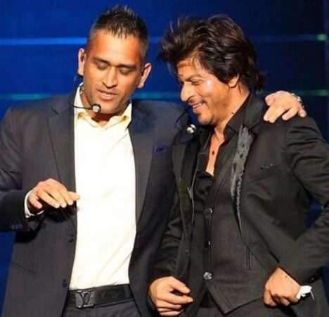 SRK And Dhoni perform at the IPL 8