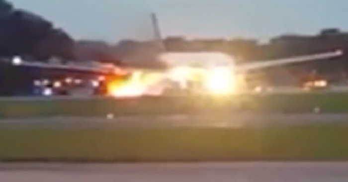 singapore airlines catches fire