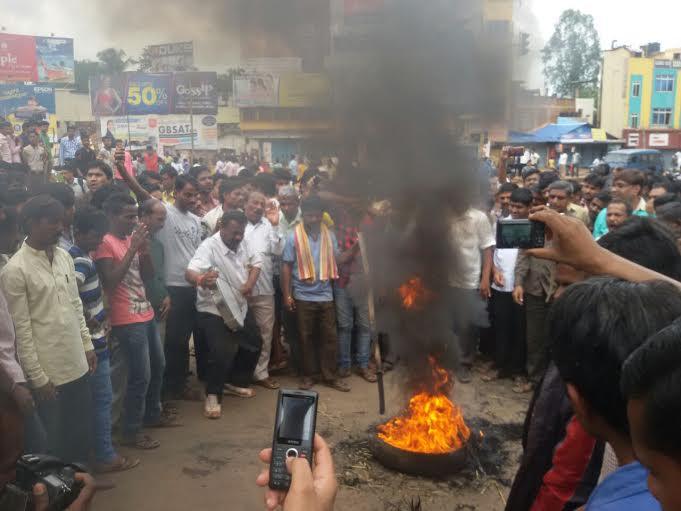 Karnataka plea for Mahadayi river water rejected: Agitation at Kittur Chennama Circle in Hubli - Images taken by PanasiaBiz cameraman