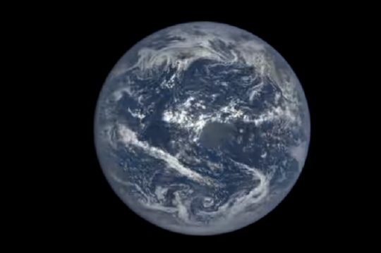 Watch NASA video of a whole year on Earth spin a million miles away