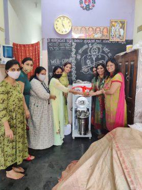 Hubli Knights Ladies Circle 143 donates flour mill to a widow